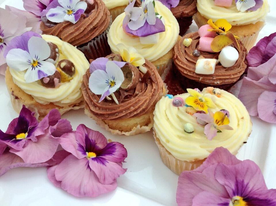 Chequers_home_made_cupcakes_with_edible_flowers